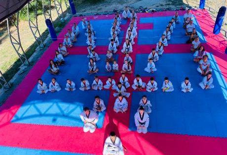 Патріотичний рекорд: франківські спортсмени утворили герб України